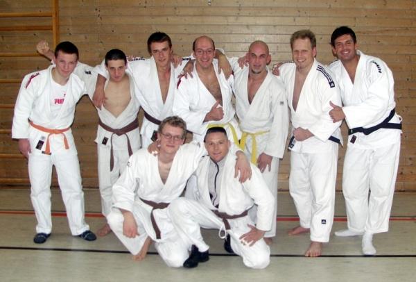 Auf dem Gruppenfoto: Hintere Reihe von links: Arthur Bauer (-73kg), Michael Zimmermann (-66kg), Matthias Rippa (-81kg), Jürgen Kestenus (-81kg), Sascha Mesemann (-90kg), Andreas Roth (+90kg), Daniel Drogosch (-90kg) Vorne: Martin Böhm (-81kg), Sascha Loncar(-73kg)
