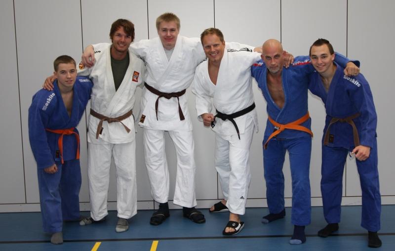 Unserer Bezirkligamannschaft 2011 am ersten Kampftag (von links nach rechts): Thomas Reichmann (- 66 kg), Hendrik Rümmler (- 81 kg), Jens Karpinski (+ 90 kg), Andreas Roth (+ 90 kg), Sascha Mesemann (- 90 kg), Matthias Kerler (- 66 kg)