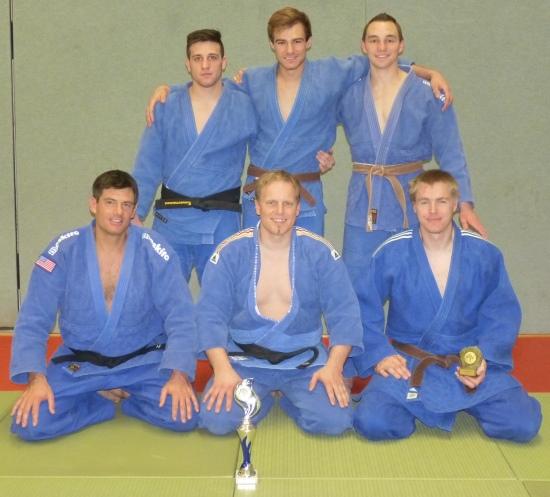 Hintere Reihe von links: Michael Zimmermann (- 81 kg), Willi Dill (- 73 kg), Matthias Kerler (-66 kg). Vorne von links: Daniel Drogosch (- 90 kg), Andreas Roth (+ 90 kg) und Jens Karpinsiki (- 90 kg)