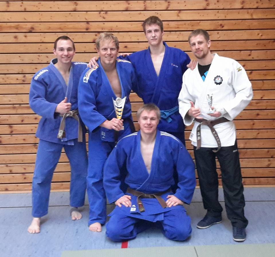 Von links: Matthias Kerler (-66kg), Andreas Roth (+90 Kg), Jens Karpinski (+90kg), Denis Neumüller (-81kg) und Mario Obst (-73kg).